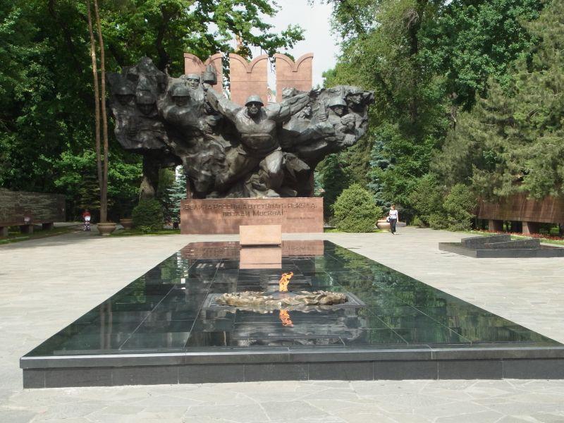 Monumentale skulpturenan die die bolschewistischen kämpfer der